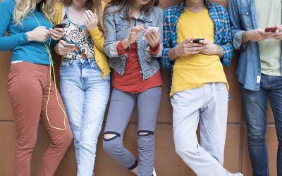 The 22 Dangerous Apps Parents Should Look for On Their Kids' Phones